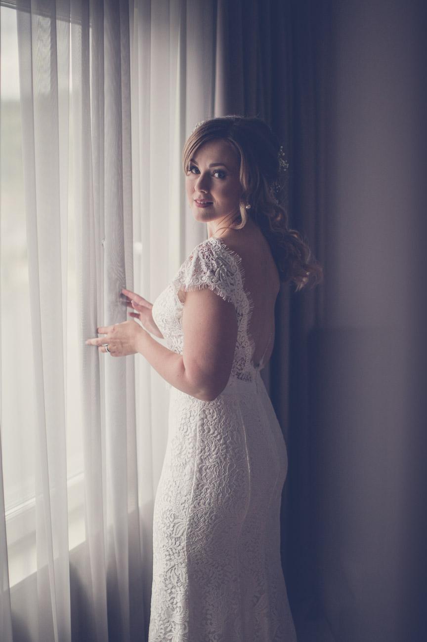 Brud förbereder sig inför sitt bröllop