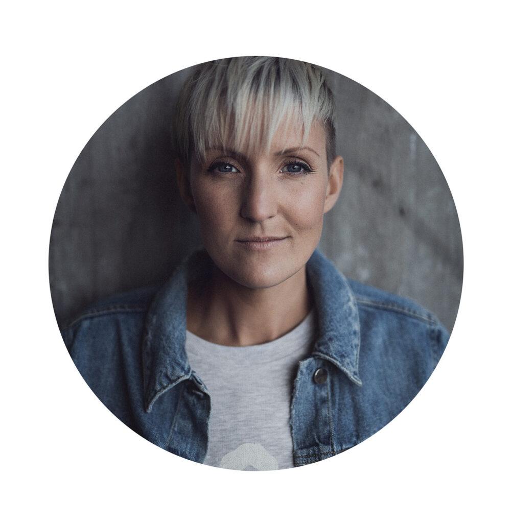 Porträttbild av Elin Nerpin i jeansjacka