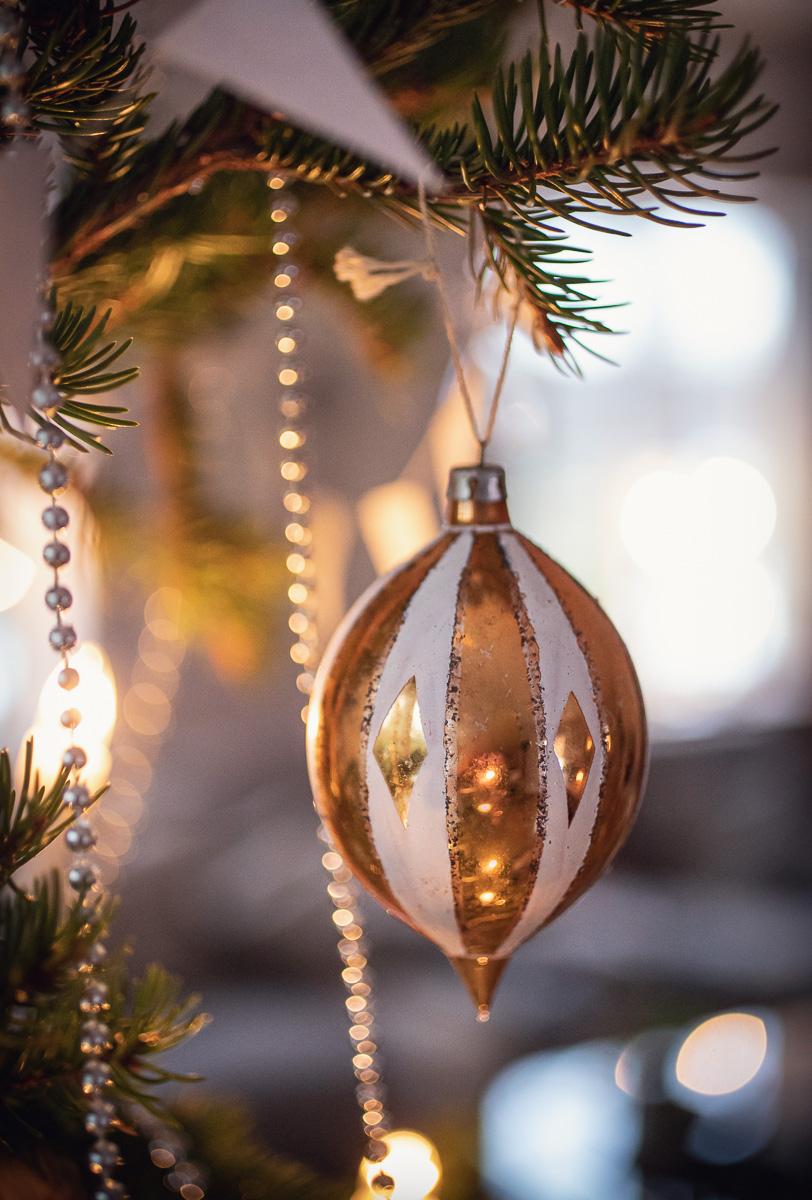Gamalt julpynt i julgran