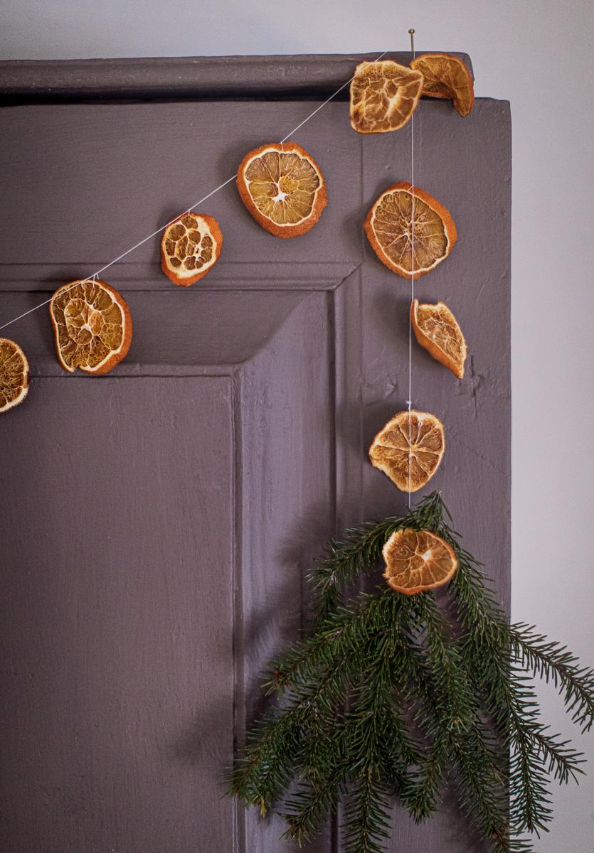 girlang av torkade apelsinklyftor