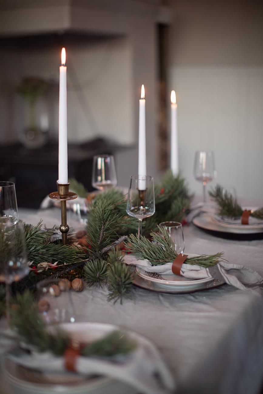 bordsdukning med jultema